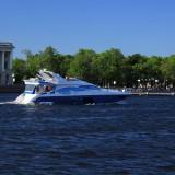 Экскурсия. Еще одна яхта в акватории Невы.
